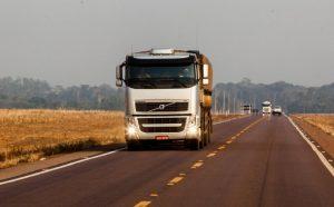 Read more about the article Demanda por transporte rodoviário de cargas no Brasil se aproxima dos níveis de março